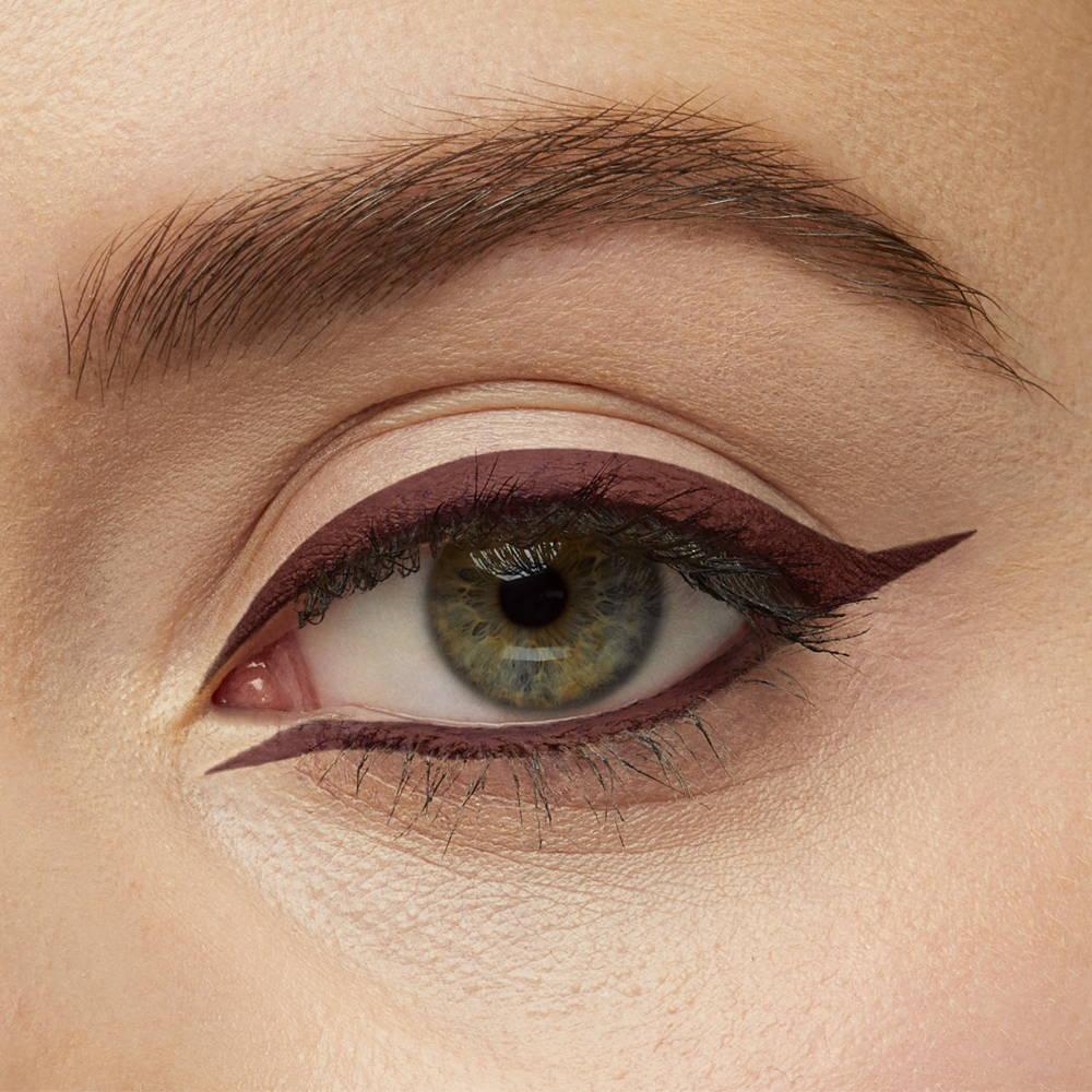 Maquillage yeux eyeliner marron