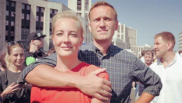 «Комсомольская правда» заплатит жене Навального 40 тысяч рублей за фото с отдыха 10-летней давности, выданные за «эксклюзив» - Новости радио OnAir.ru