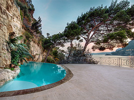 Sintra - The land of luxury: what to expect from French Riviera holiday homes