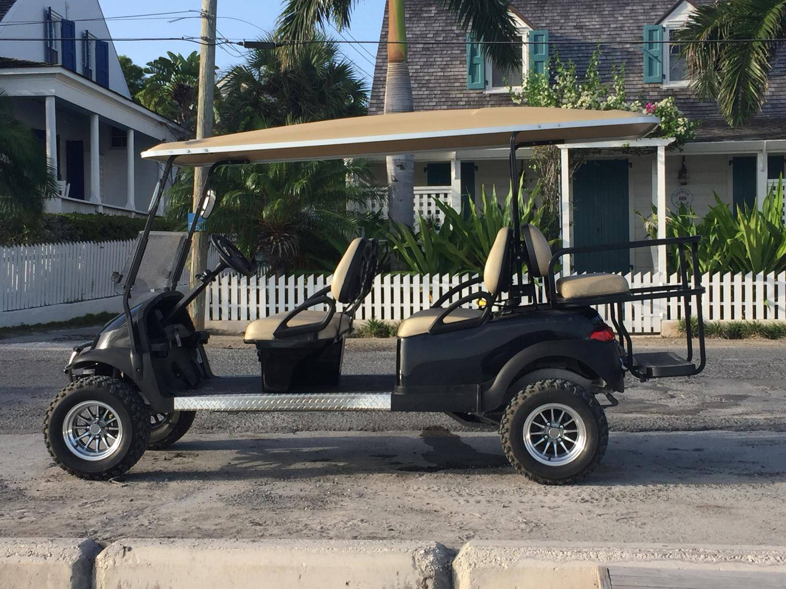 Premium Harbour Island 6-Seat Golf Cart Rental