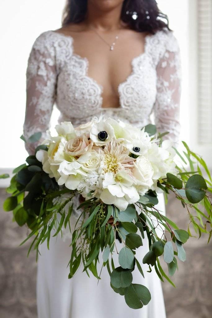 White and green wedding bouquet | Inns of Aurora Wedding Florist