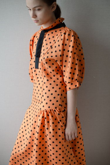 1980е ярко-оранжевое платье в черный горох, сделано в СССР