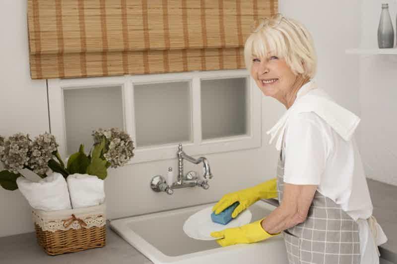 Sintomas de demência: Ter dificuldade com tarefas diárias simples. Imagem: Freepik.com