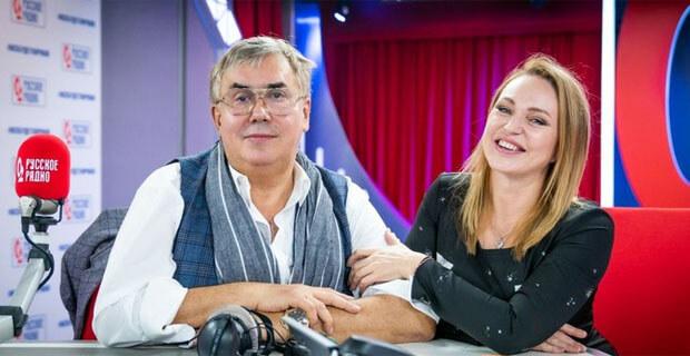Садальский в «Вечернем шоу Аллы Довлатовой» на «Русском Радио» устроил танцы с раздеванием - Новости радио OnAir.ru