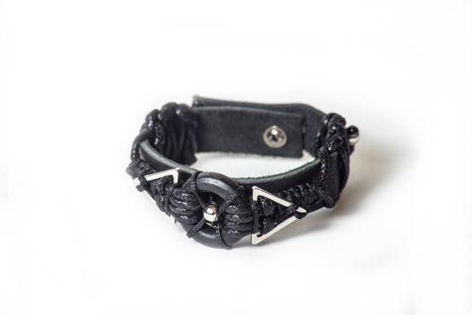 Черный браслет из кожи с плетением NETTO