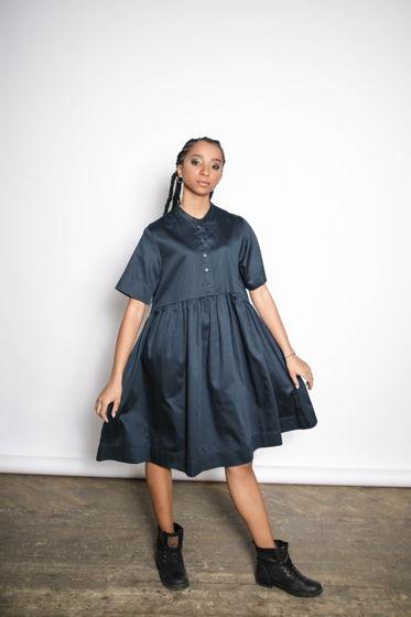 Темно-синее платье из хлопка