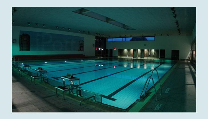 aquapark oberhausen schwimmbad im dunklen
