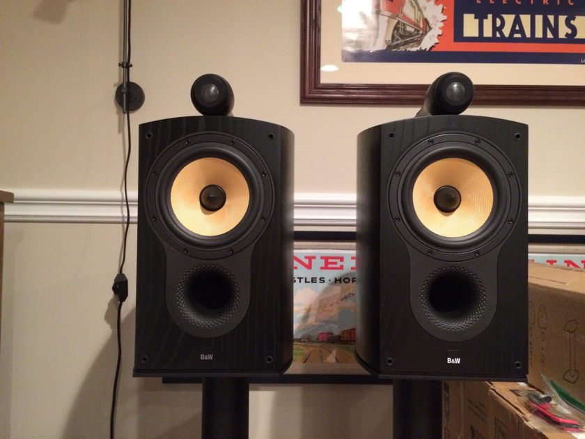 B&W 805S  in Mint Condition w/Stands