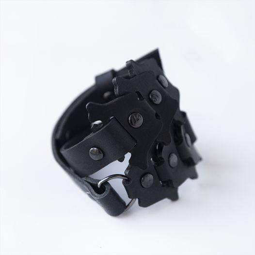 Черный браслет Backbone