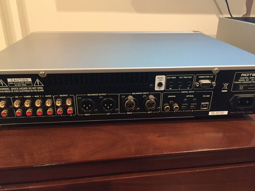 Rotel RC-1570 Rotel RC-1570 Pre-amp MINT / Free Shipping.