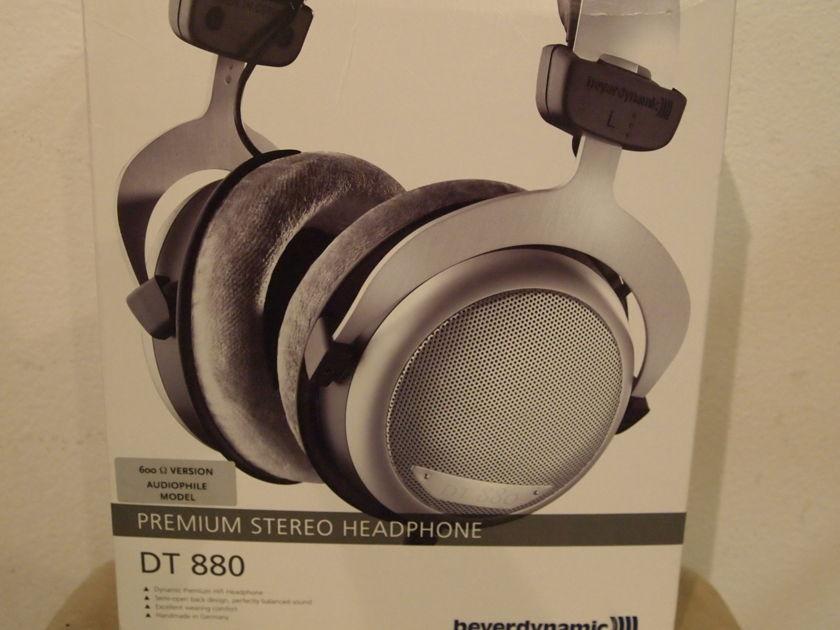 Beyerdynamic DT 880 Premium 600 Ohm Headphones -- ***MINT -- Original Carton, Box, Etc.***