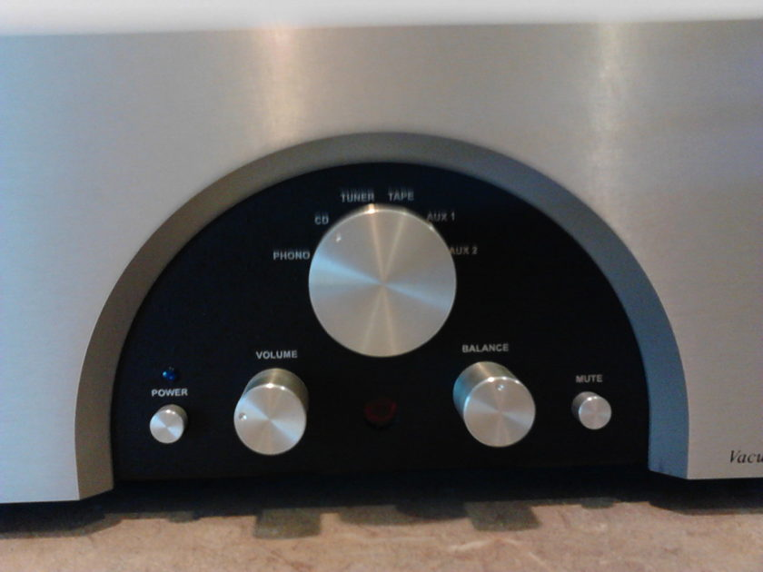 Rogue Audio  Magnum 66 Tube preamp with remote