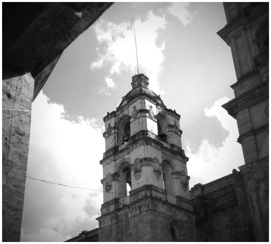 Church in Valle de Bravo, Mexico // www.bridgidgallagher.com