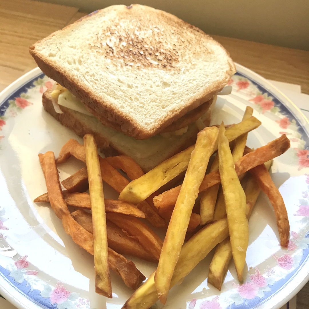 Sweet potato fries and chicken burger patty sandwich with honey mustard sauce and chilli sauce 👍🏻😁