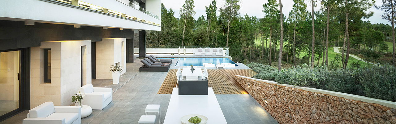 Hamburg - Terrace of the exclusive model villa in La Vinya with pool, outdoor barbecue and views of the golf course in PGA Catalunya, Europe's best golf development.