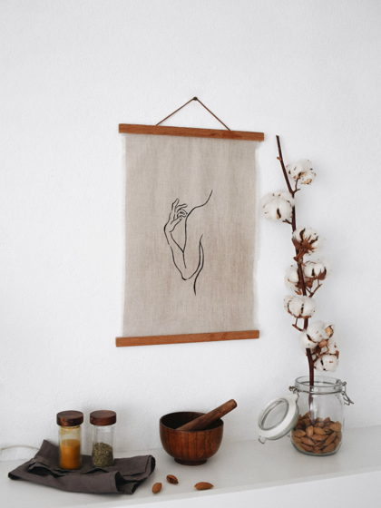 Минималистичный постер на стену, силуэт тела (лён, деревянная рамка)