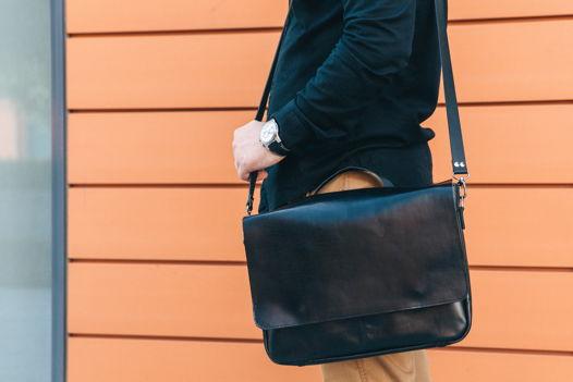 Кожаная черная мужская деловая сумка мессенджер