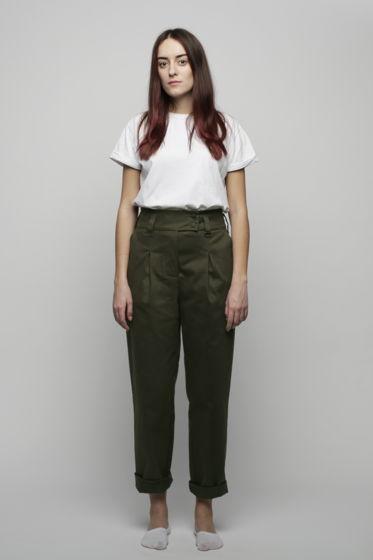 Тёмно-зеленые брюки на талии