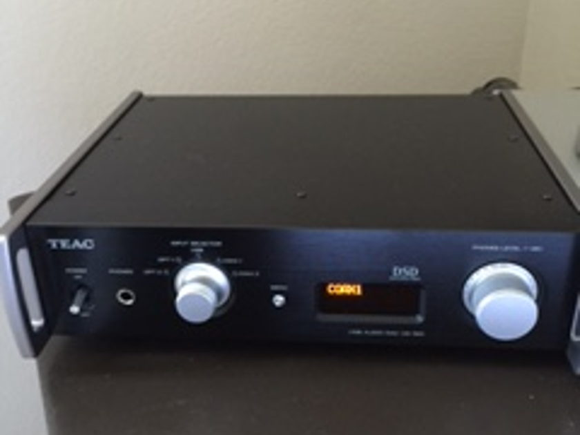 Teac- BLOWOUT UD-501 Dac/Amp Mint Condition