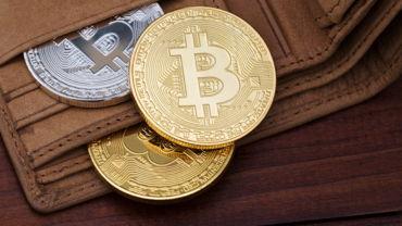 Доллар потерял по отношению к Bitcoin 99,99 процента стоимости