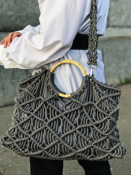 Плетеная вручную сумка в технике макраме.