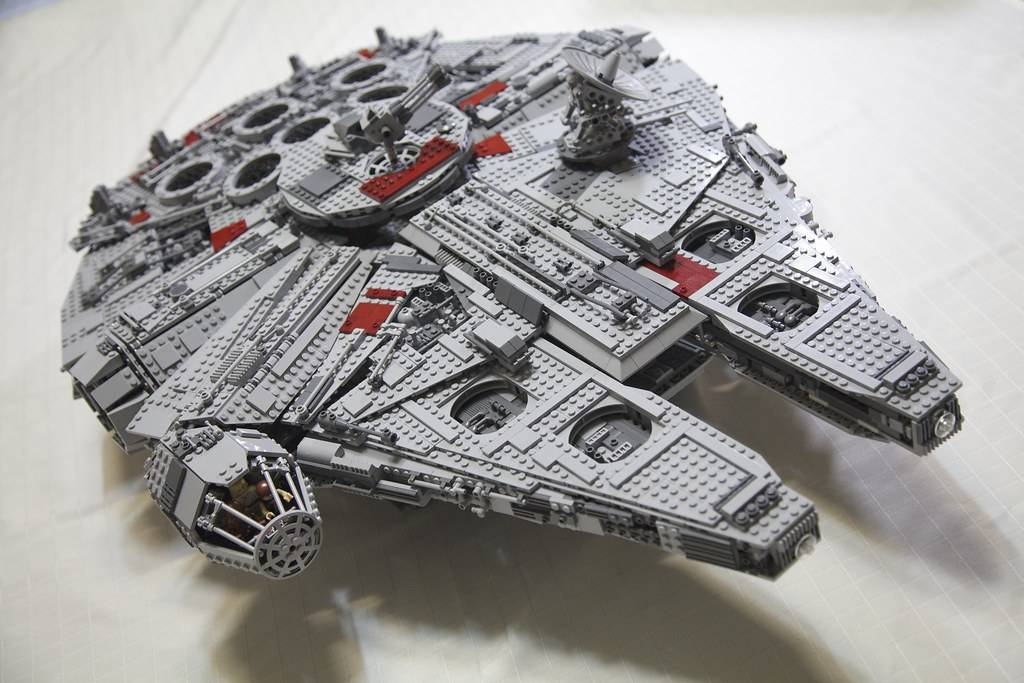 LEGO 10179 Ultimate Collector's Millennium Falcon