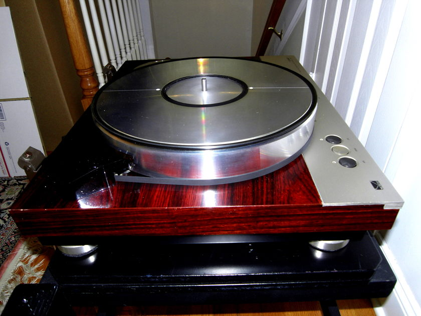 LUXMAN PD-310 & VS-300 (AIR PUMP) TURNTABLE with ARMBOARD