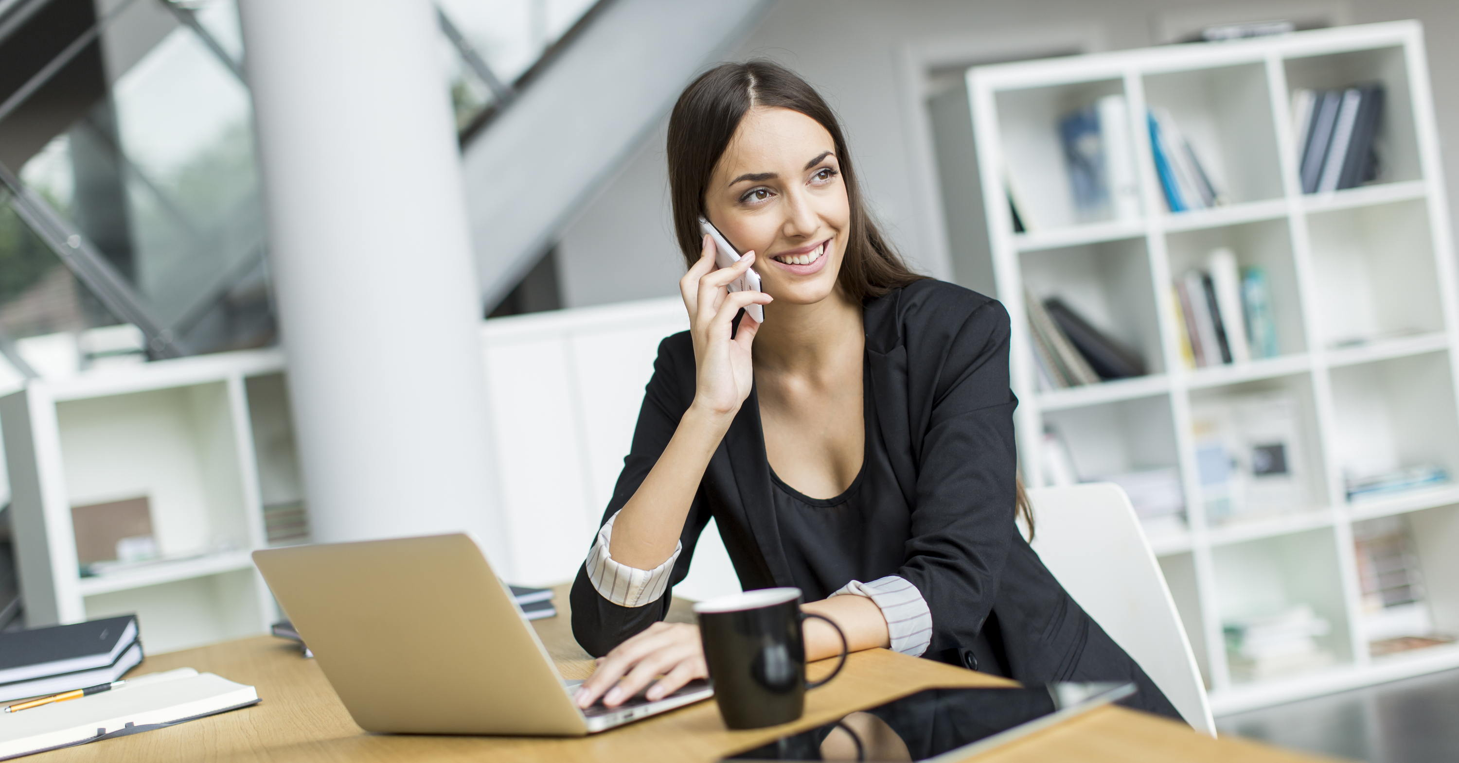 woman on phone call tracking