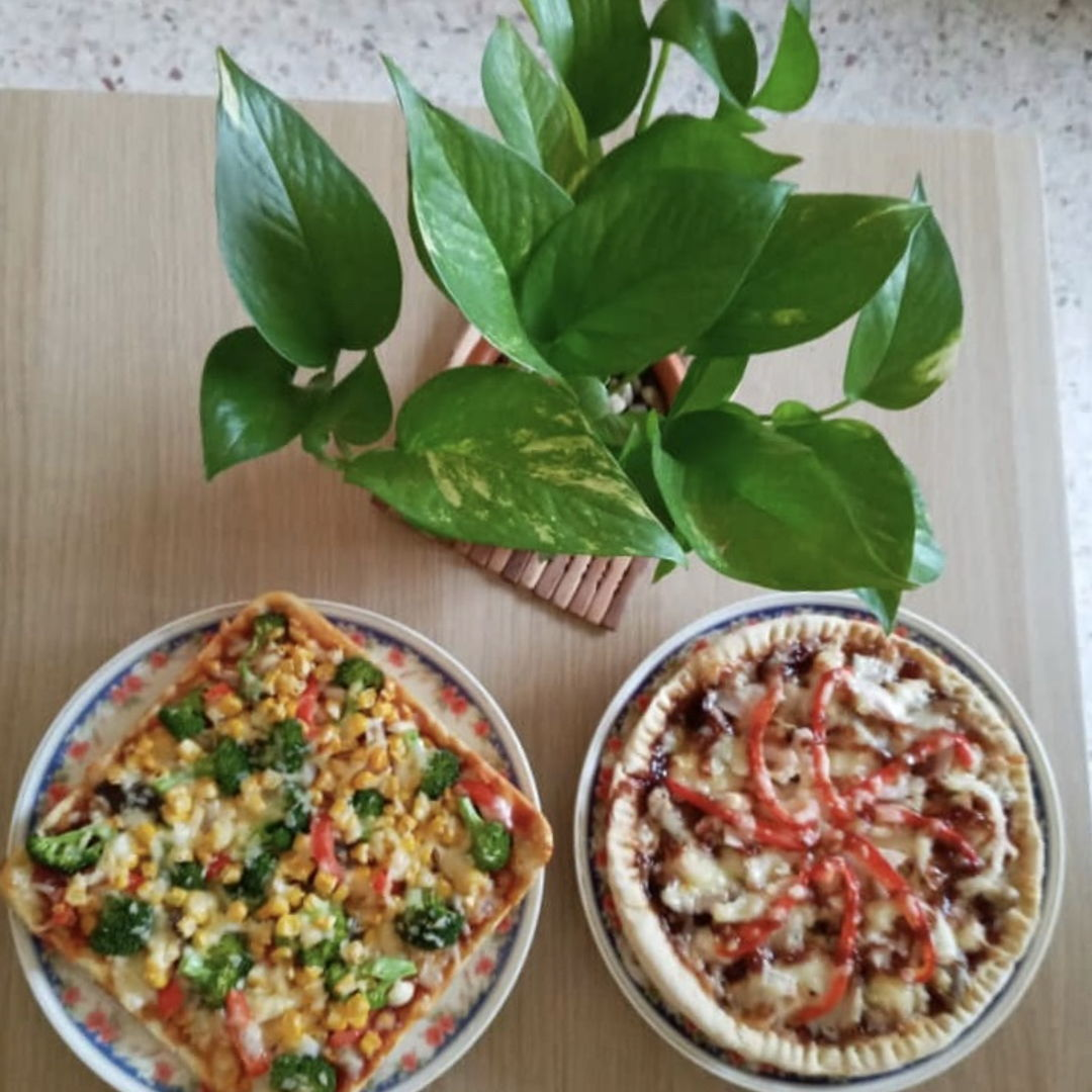 Vegetarian pizza & BBQ chicken pizza 🍕 😁