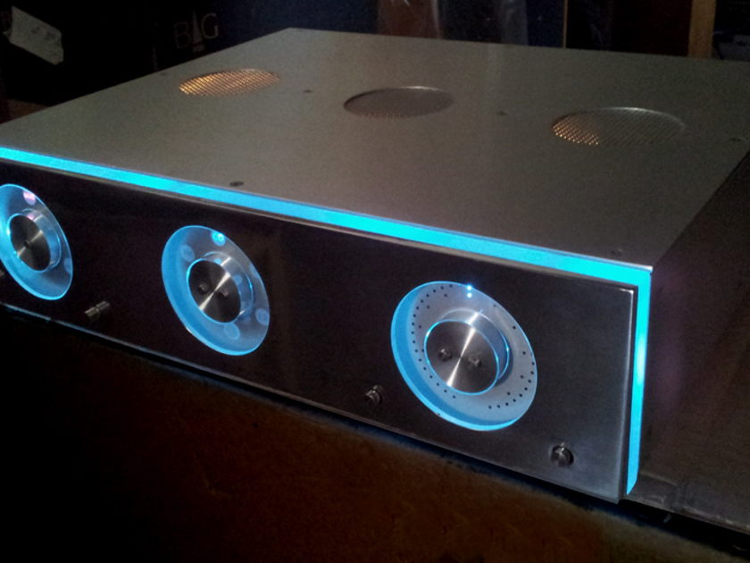 Hovland Company HP 200 Remote Cntrl (2 Ch) Vacuum Tube Preamp DEMO Finish: NATURAL/ Polished Steel