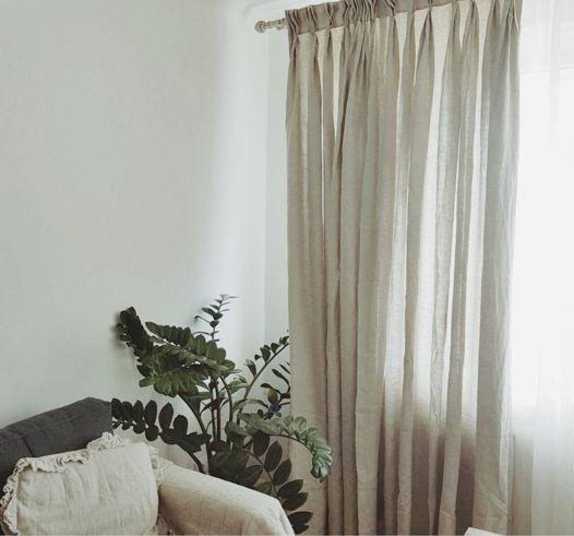 Пышные серые льняные шторы с ручными складками