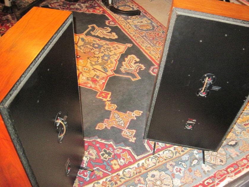 Boston Acoustics A400 Boston Acoustics A400 Speakers
