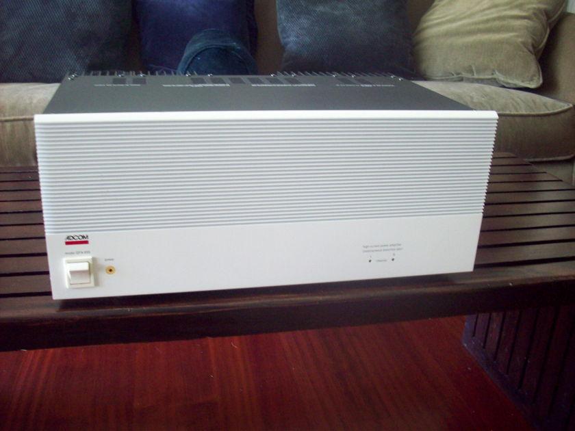 Adcom GFA-555 200 wpc power amp, in white