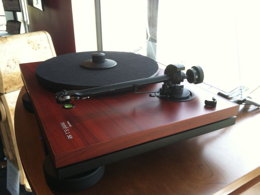 Music Hall MMF-5.1SE Turntable with Cartridge
