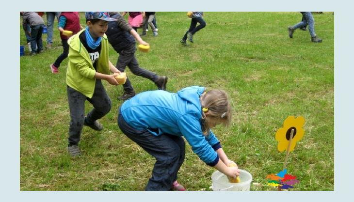 bester geburtstagde spiel mal bunt kinder gruppe schwämme wasser