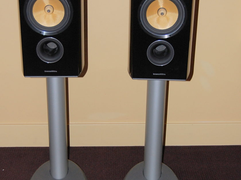 B&W 805 Diamond Series 2 in gloss black with silver stands