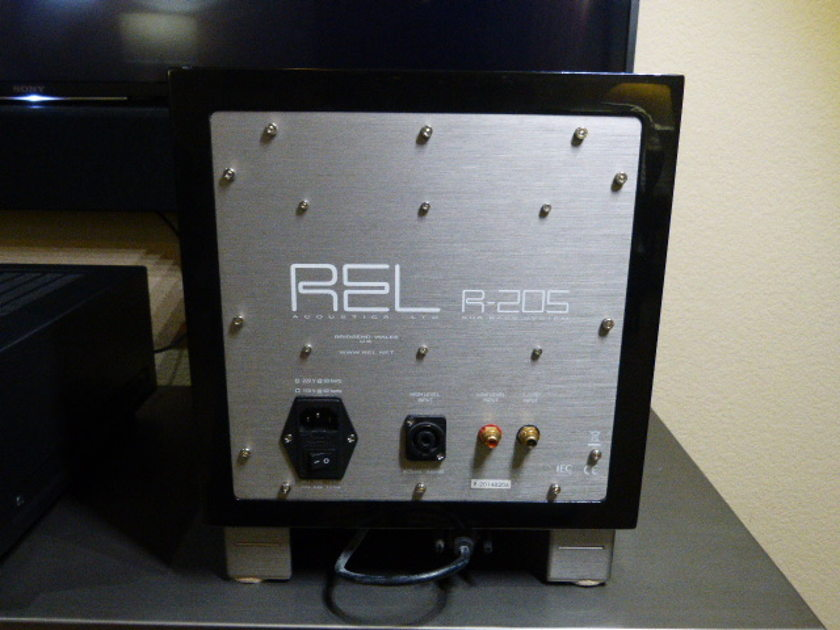 REL Acoustics R205 discounted
