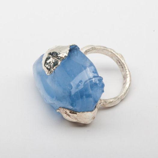 Кольцо из голубого стекла Опал