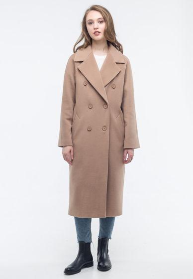 Двубортное пальто бежевого цвета