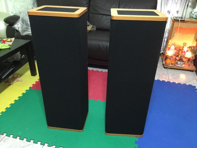 Vandersteen Model 1b floor standing Speaker for sale