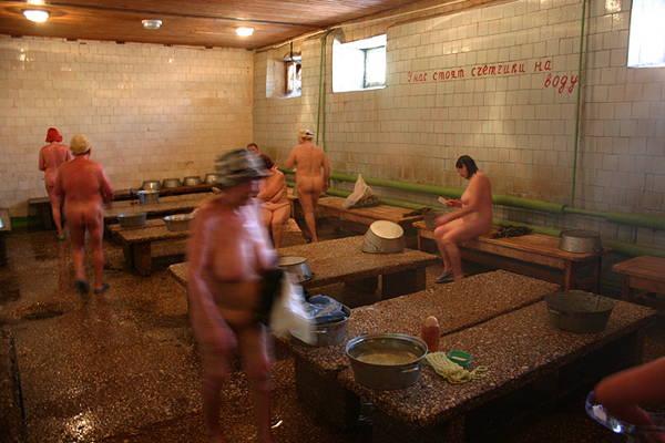Unisex naked comunal spas