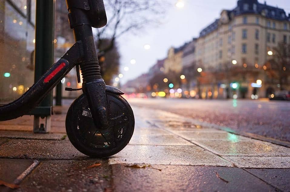 pluie-en-trottinette-electrique