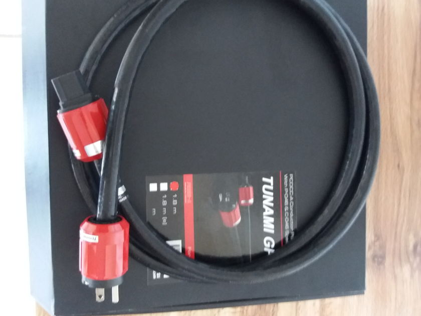 Oyaide Tunami GPX power cable