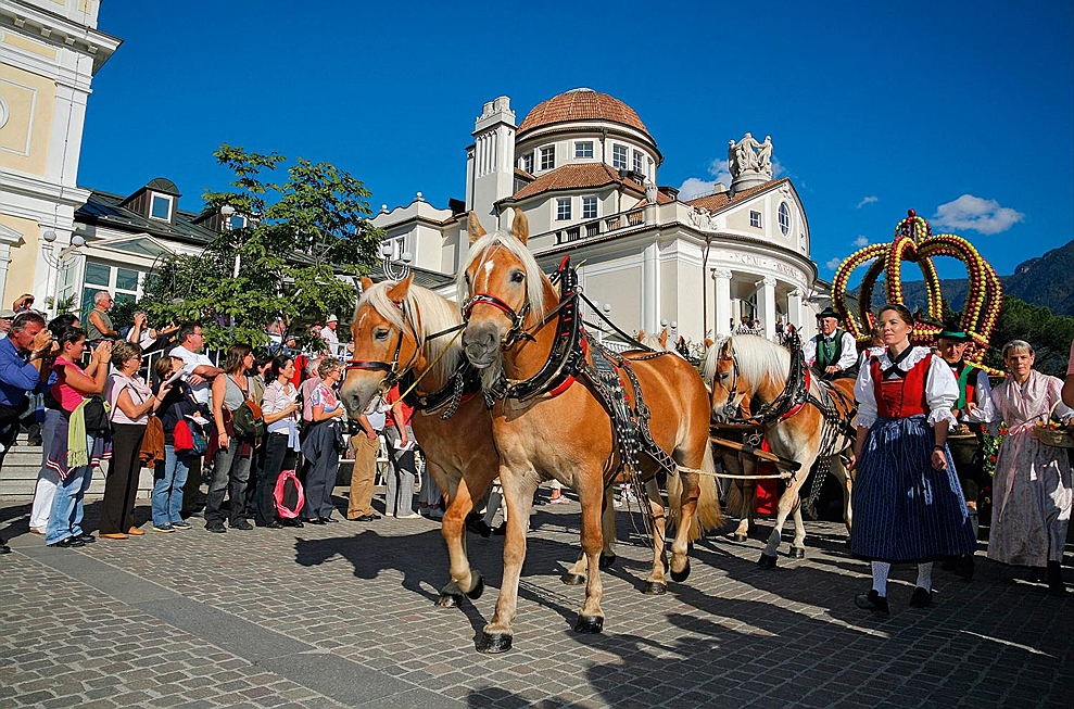 Merano - The big parade usually takes place on Sunday afternoon at the Merano Grape Festival.