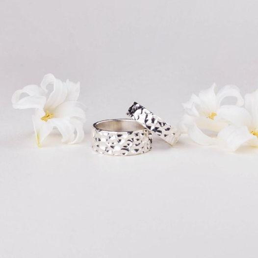 Кованные обручальные кольца из серебра