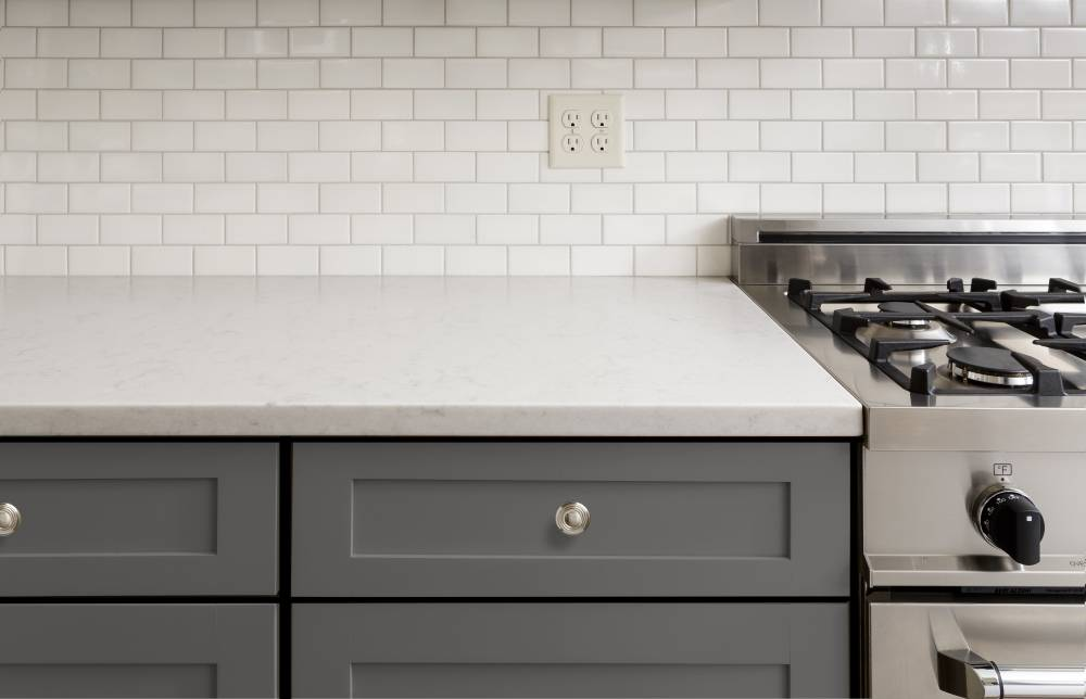 Grey coloured Shaker Style door in a traditional kitchen