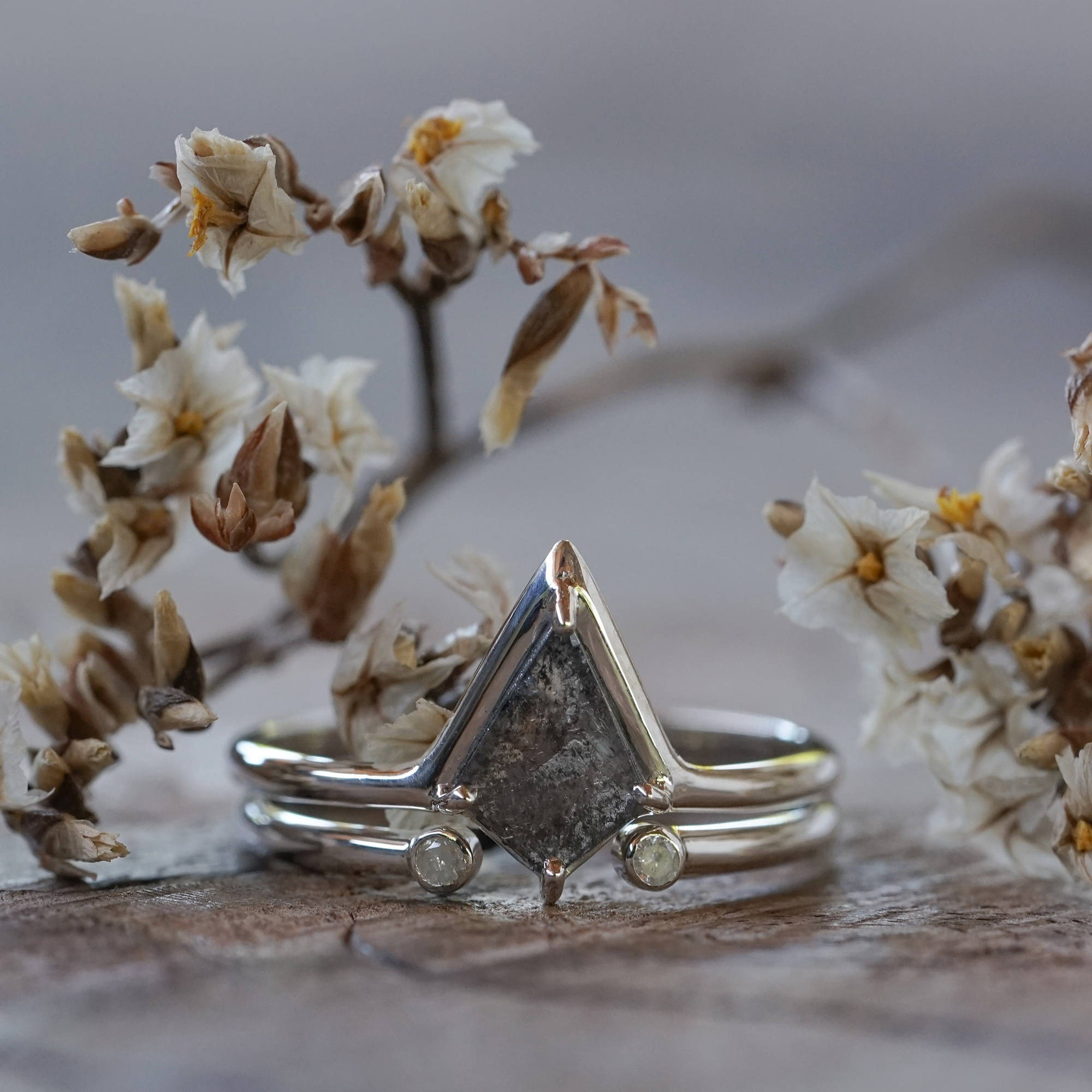Silver Kite Diamond Ring Set is a conflict free diamond ring.