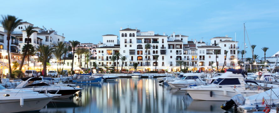 Hamburg - The Resort Palo Alto is located just 5 minutes from Marbella and its famous marina, Puerto Banús.