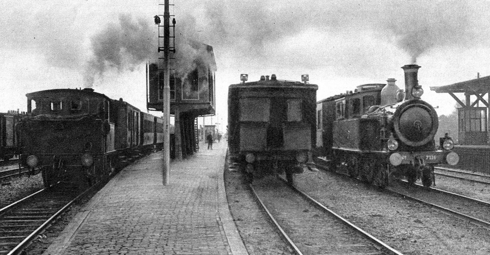 1920px-Station_Uithoorn;_1935