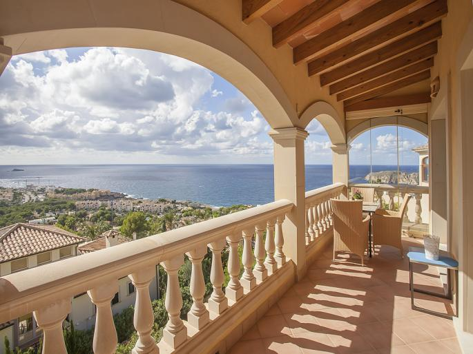 Sea-view villa in Nova Santa Ponsa